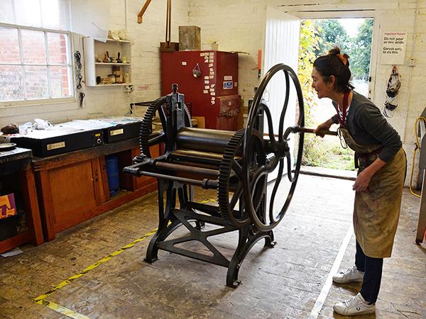 sudbourne-printmakers-workshop-studio-etching-press-600x450
